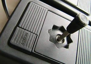 Le paradoxe des manettes de jeu Philips%20videopac%20G7400%20manettes%20_z2